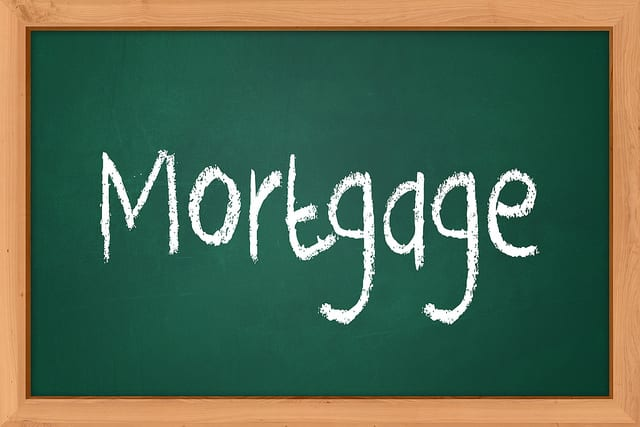 Differences Between Mortgages and Loans
